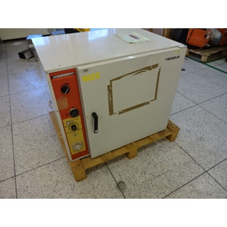 HERAEUS DRYING CABINET